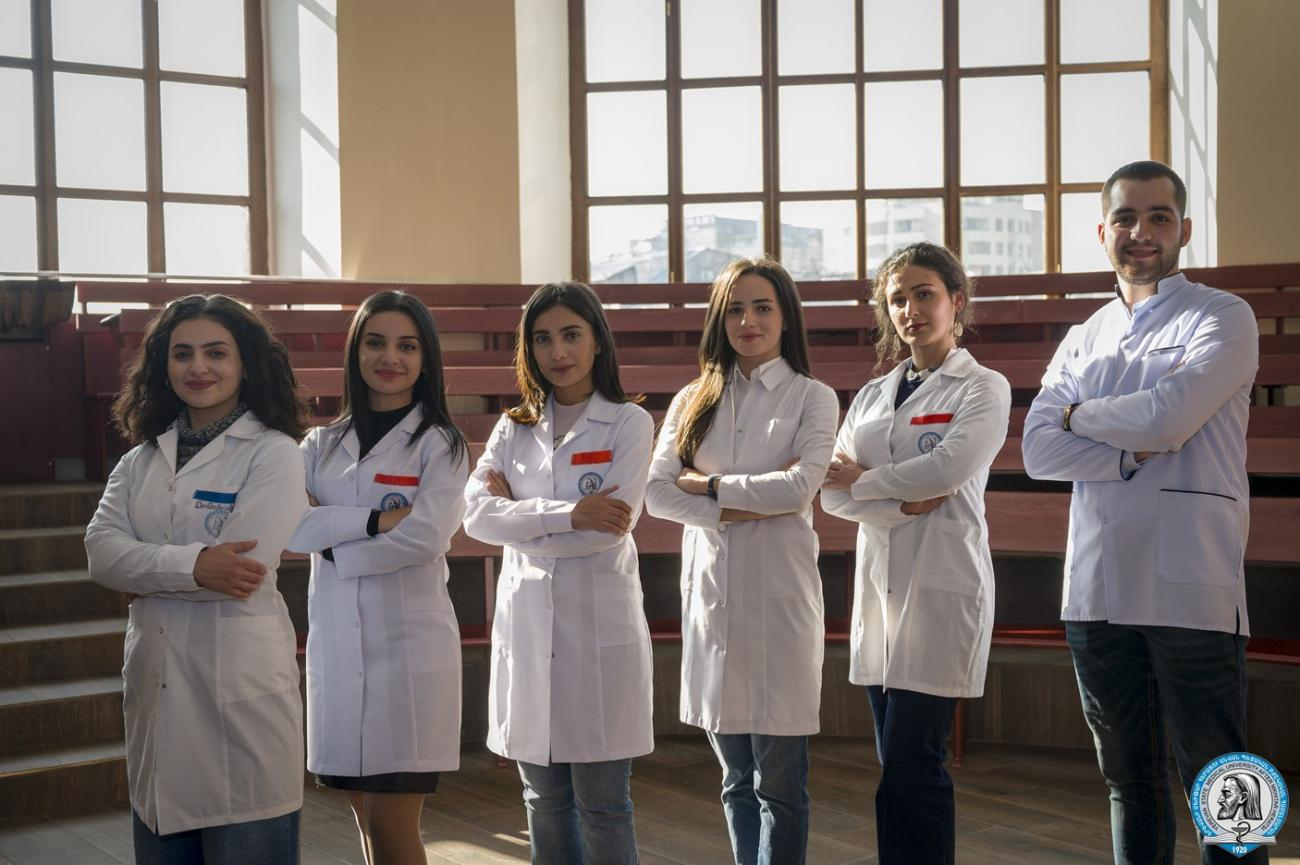 Անվանական կրթաթոշակներ՝ ութ ապագա բժիշկներին