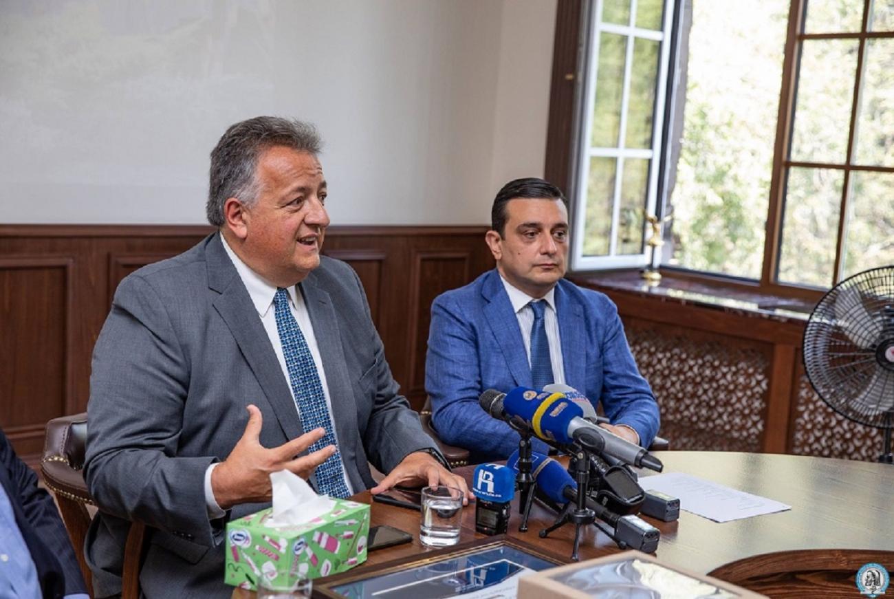 Մենք աշխատում ենք, որ Հայաստանը հնարավորություն ունենա ձեռք բերել «Moderna» տեսակի պատվաստանյութը. Նուբար Աֆեյան