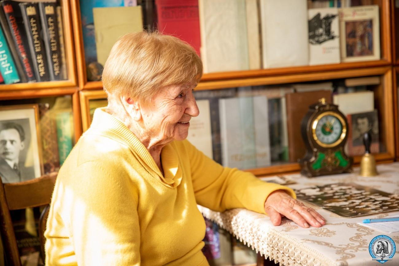 ԵՊԲՀ 97-ամյա շրջանավարտը վստահ է, որ  բժիշկը պետք է սիրի մարդկանց, լինի հոգատար և ուշադիր. Ֆոտոշարք