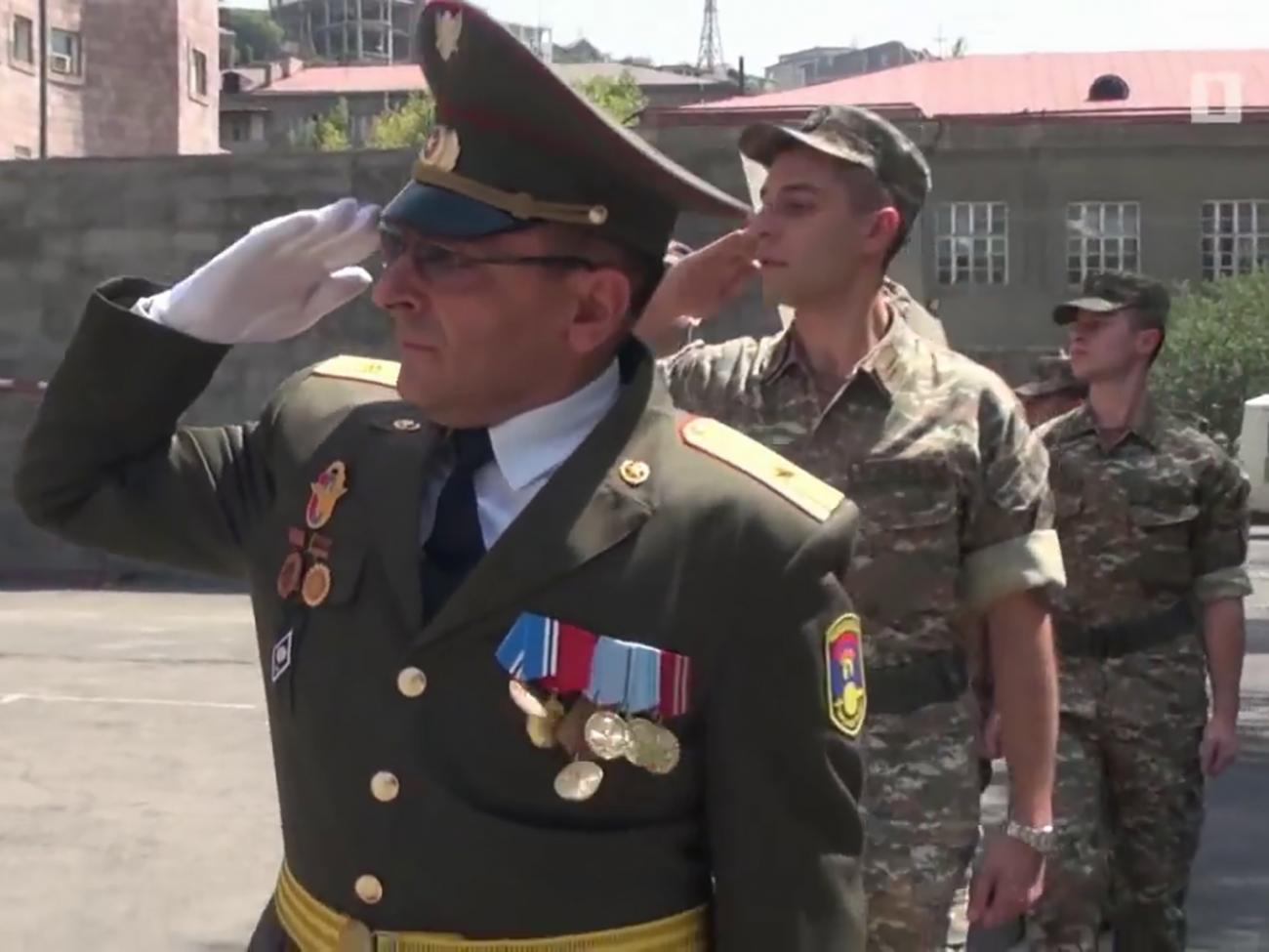 ԵՊԲՀ դասախոս Գառնիկ Գասպարյանը 27-ամյա Հայկական զինուժի ակունքներում է, նրա առաջին զինվորներից մեկը