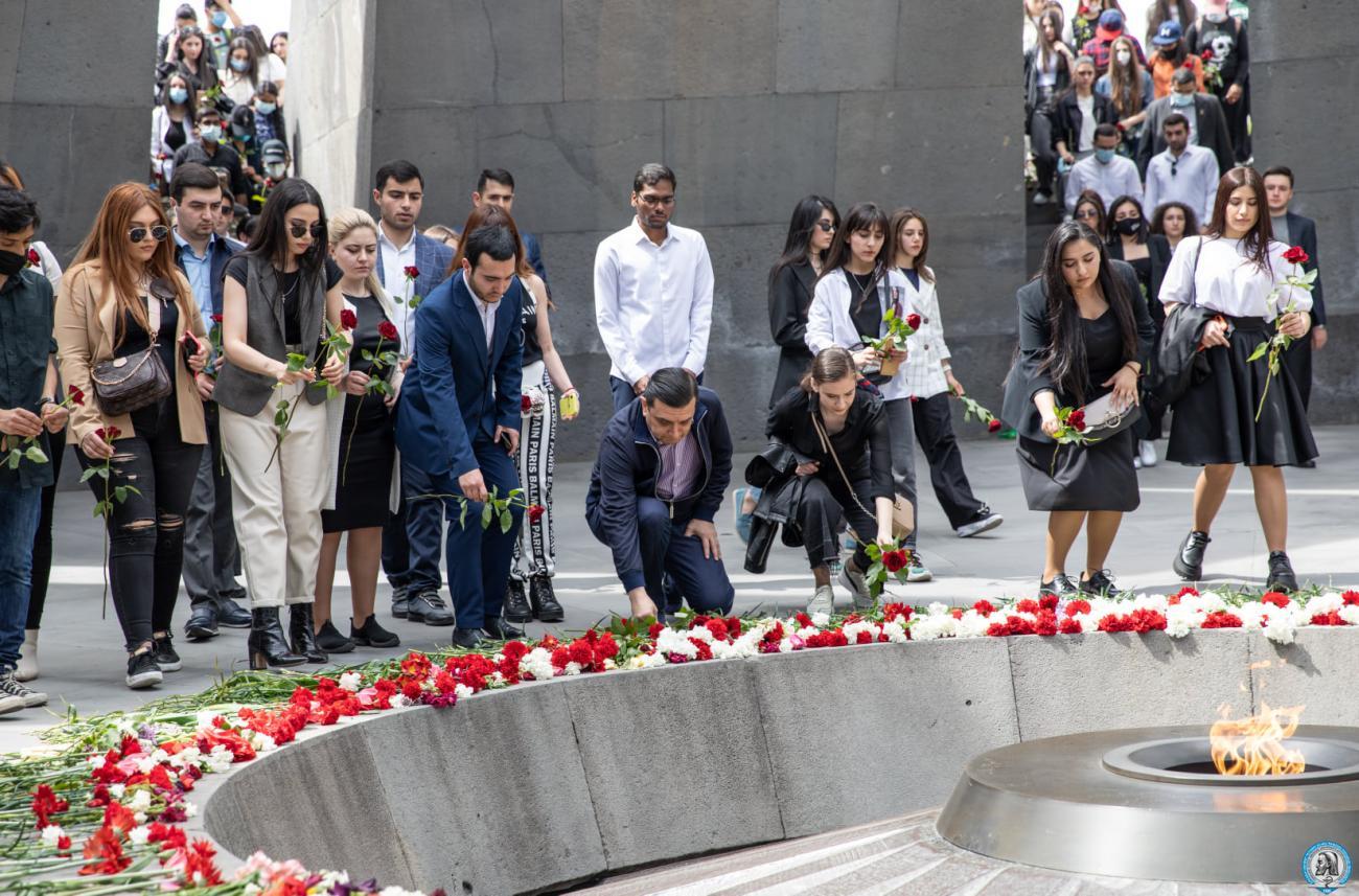 Հարգանքի տուրք Հայոց ցեղասպանության հուշահամալիրում