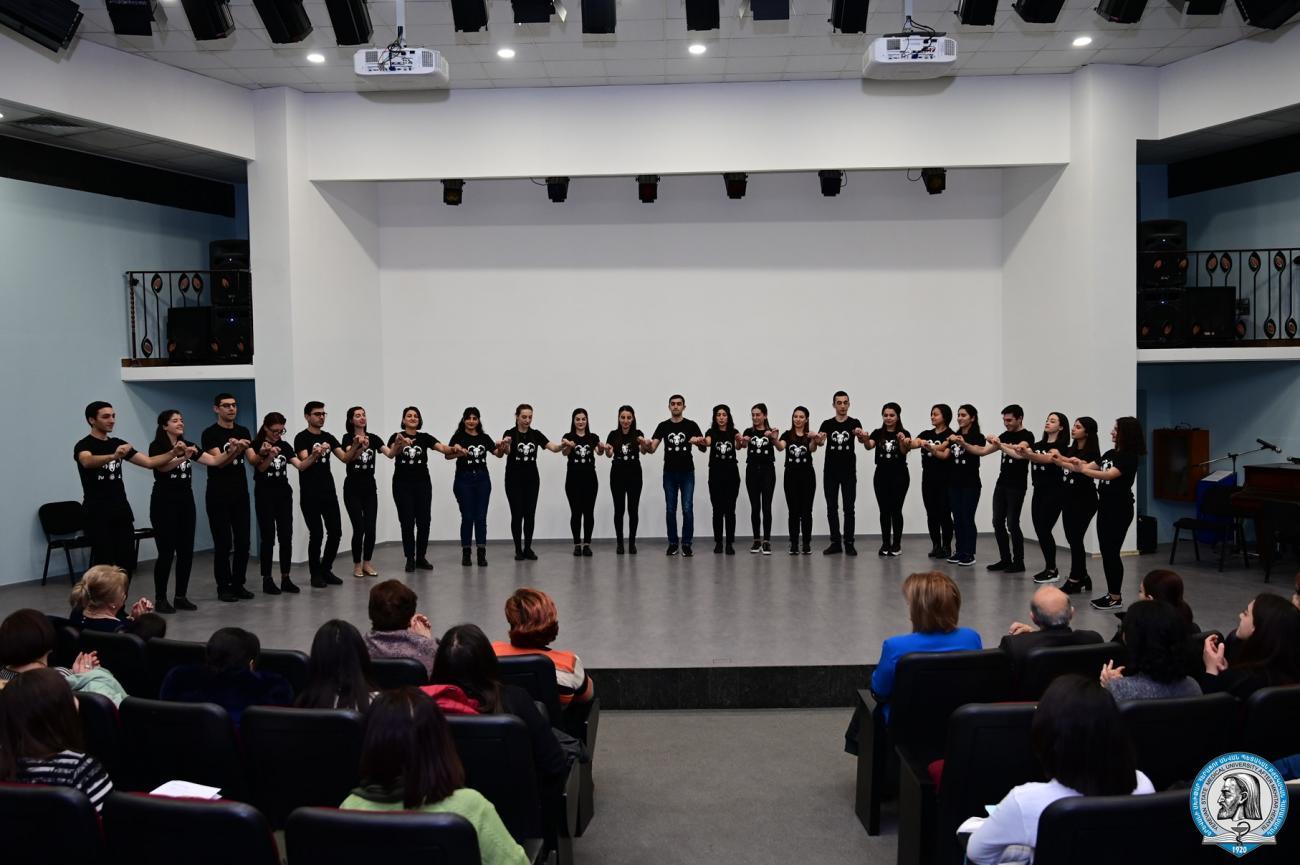 Ազգային երգերն ու պարերը՝ ապագա բժիշկների կատարմամբ